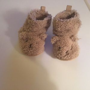 Carter's Adorable Fuzzy Bear Slippers. Size 6-12m